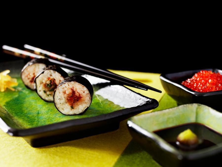 Saga  Maki Sushi With Rainbow Trout Roe 06 29797