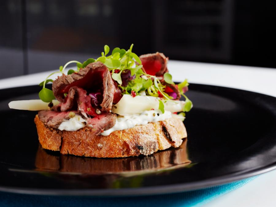 Saga  Spicy  Beef  Pastrami On  Toast 04 29740